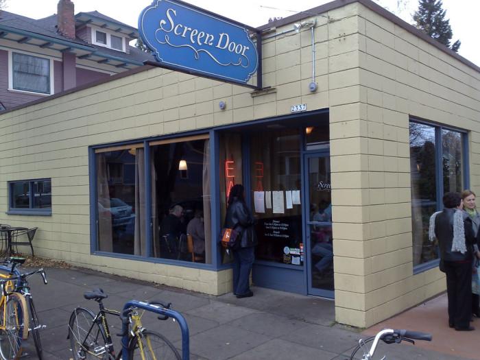 3. Grab an unforgettable brunch at one of Oregon's many beloved brunch joints.