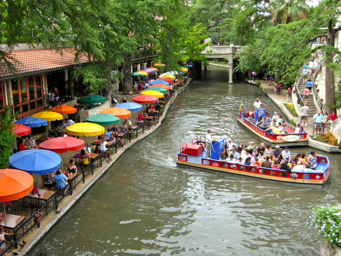 3. And while you're in San Antonio, don't miss out on the opportunity to stroll down the gorgeous River Walk.