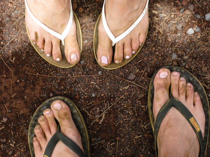 4. Check out their shoes: locals tend to wear beat-up slippahs everywhere they go.
