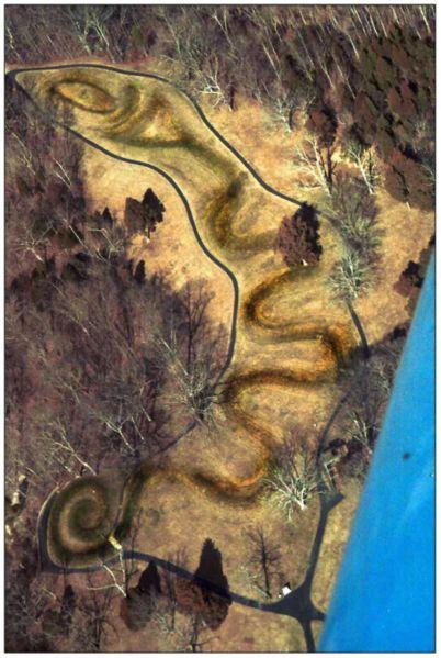402px-Serpent_Mound_(aerial_view)