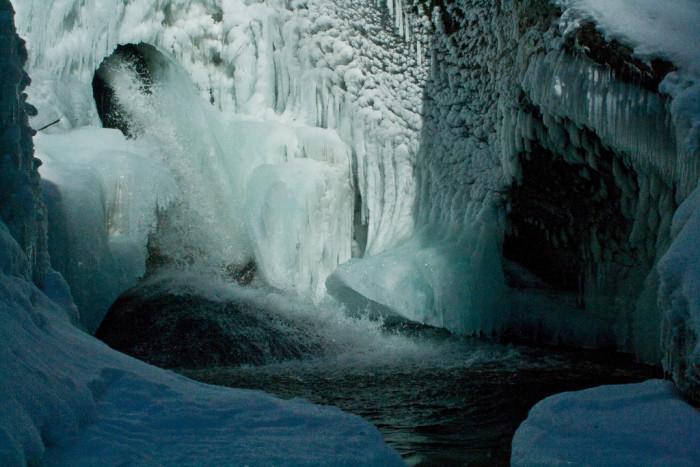 7.  Hamilton Falls, Jamaica State Park