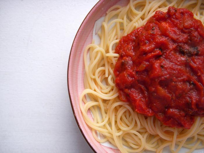 4) Put red gravy on pasta.