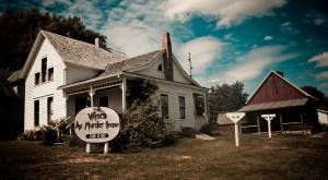 The Story Behind Iowa's Most Haunted House Will Give You Nightmares