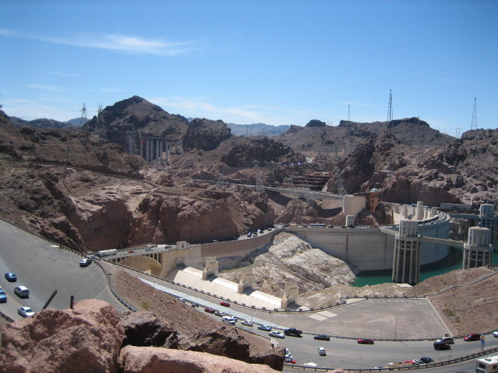 6. An estimated 20,000 vehicles drive across Hoover Dam each day.