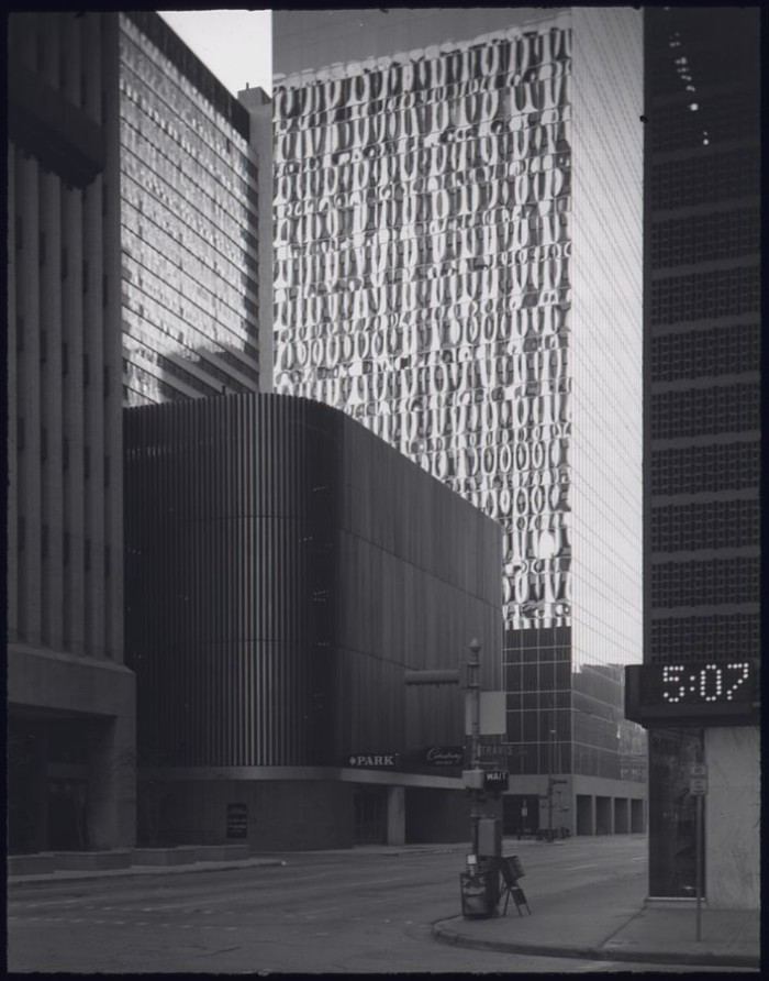 706px-DOWNTOWN_HOUSTON,_TEXAS._THIS_IS_ONE_OF_A_SERIES_OF_21_BLACK_AND_WHITE_PHOTOGRAPHS._THEY_DOCUMENT_THE_ENVIRONMENTS..._-_NARA_-_557631