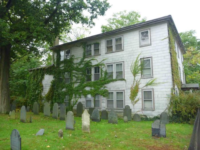 10 Creepy Massachusetts Haunted Houses