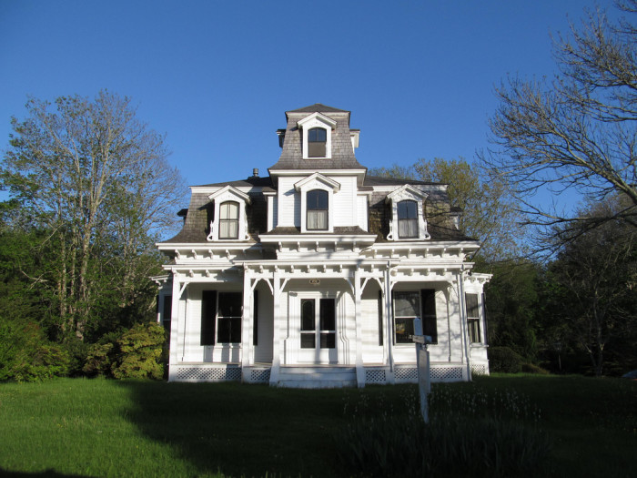 4. Looks like a haunted house that fell in a tub of Oxyclean. Lots of fancy roof stuff going on, so that's nice. Spooks are all about that fancy roof stuff. What's with that lawn though? It's so… lush. 4/10.