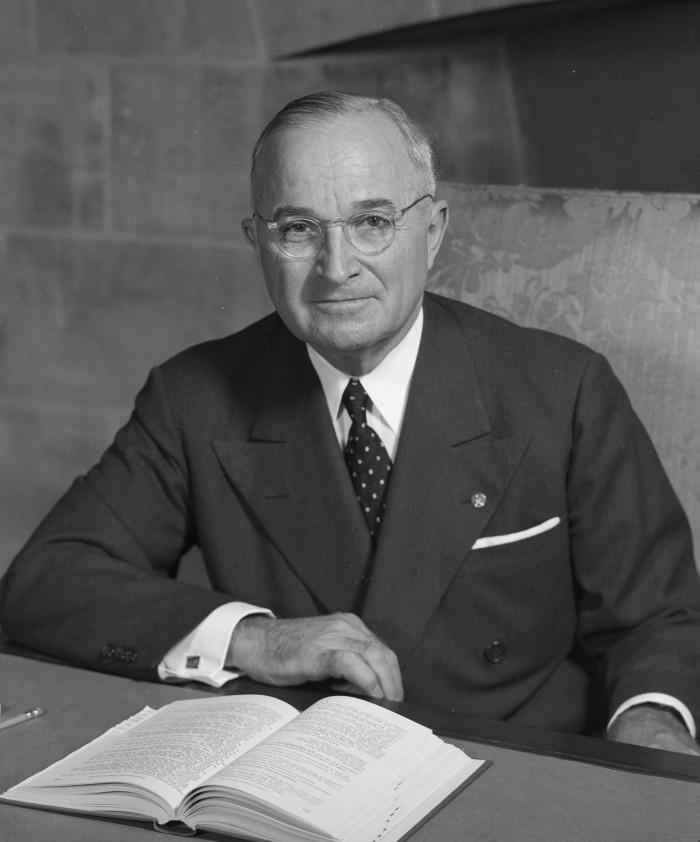 9.2. Harry_S_Truman_-_NARA_-_530677_(2)