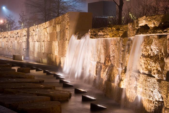 9.2. -Waterfall_at_Citygarden
