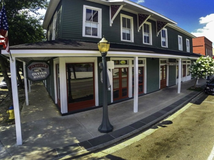3. Wintzell's Oyster House, 605 Dauphin St, Mobile, AL 36602