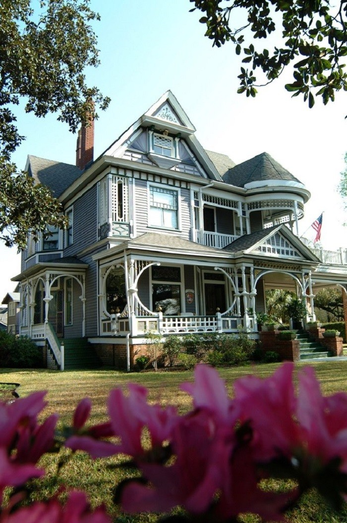 10. Book a room at one of Alabama's cozy bed and breakfasts.