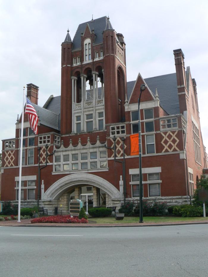 3. Visit historic Bardstown.