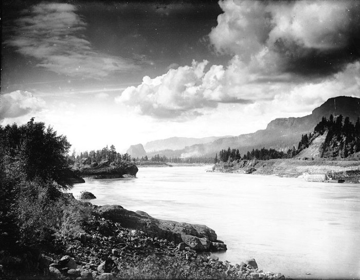 12. The Columbia River in 1913 was just as breathtaking as ever.