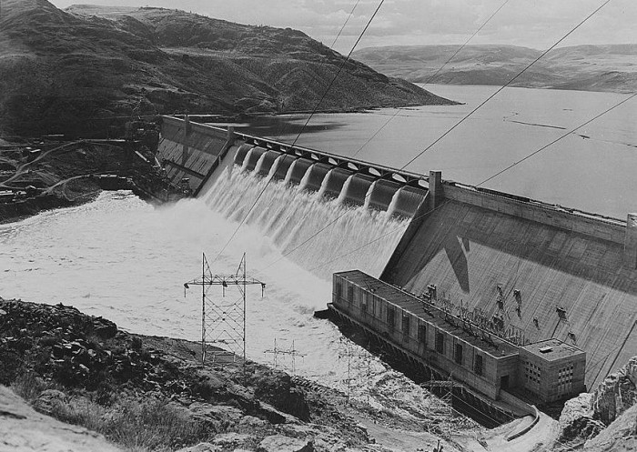 6. The Grand Coulee Dam in 1942, before construction of its forebay.