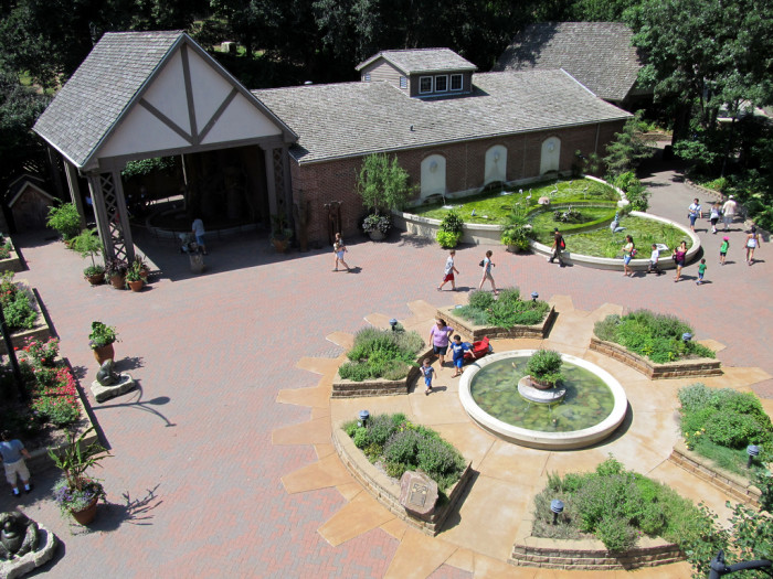 1. The zoo first opened in 1894 as the Riverview Park Zoo.