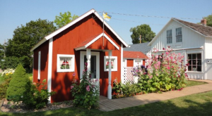 Visiting This Tiny Town In Iowa Gives You An Unexpected Experience