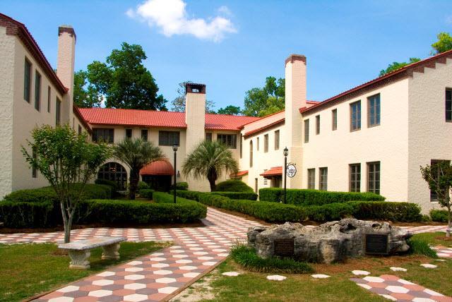 Lodge Exterior (2)
