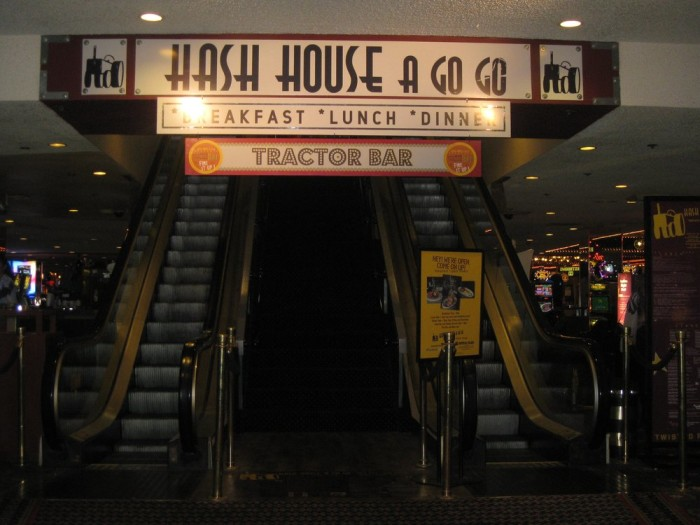 Breakfast: Hash House A Go Go - 3535 Las Vegas Blvd S, Las Vegas, NV 89109 (The LINQ Hotel & Casino)