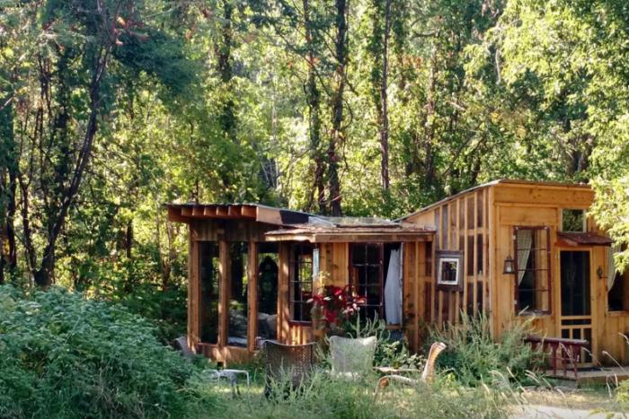 4. Charming Rustic Cabin, Argyle