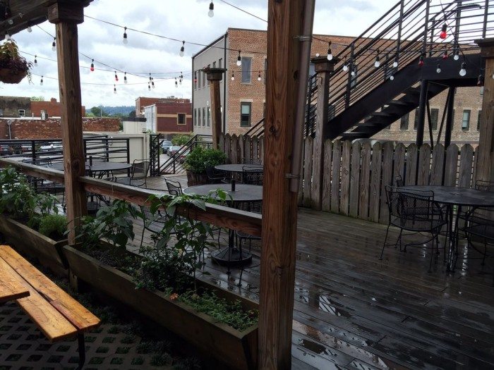 7 Restaurants With The Best Rooftop Dining In Tennessee