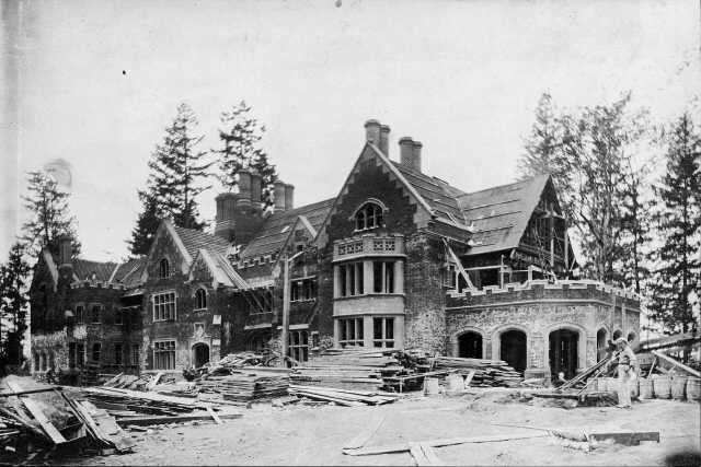 5. The famous (and haunted) Thornewood Castle in Lakewood, under construction back in 1910.