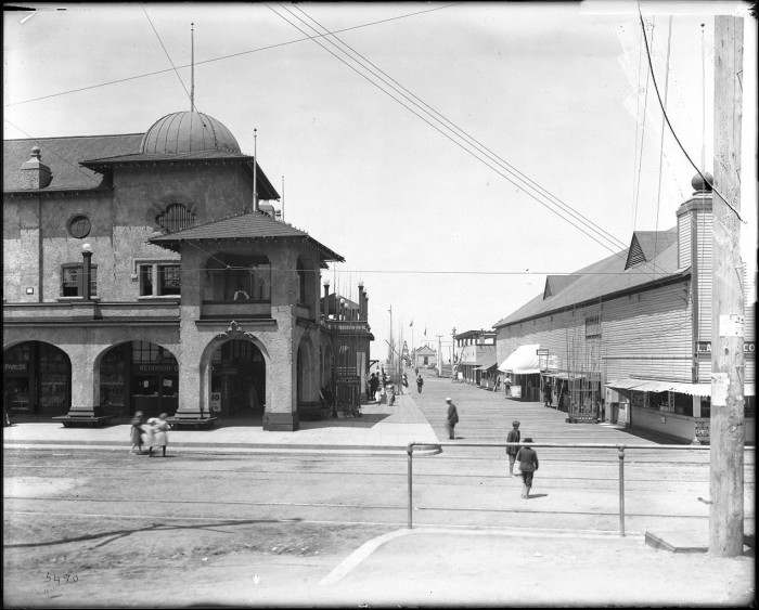 6. The view of the Redondo Beach pier and pavilion as photographed somewhere between 1910-1915.
