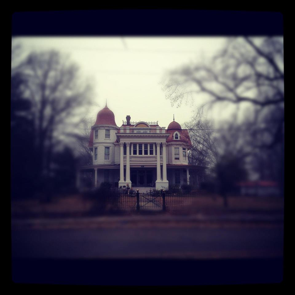 The Story Behind Arkansas S Most Haunted House Will Give