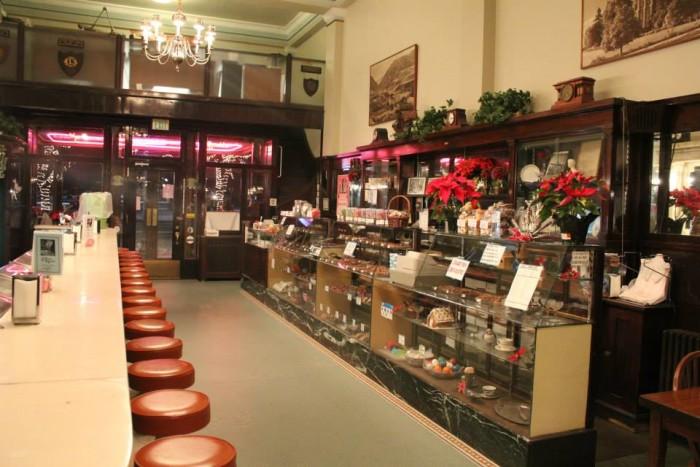 1. The Bluebird Restaurant, Logan