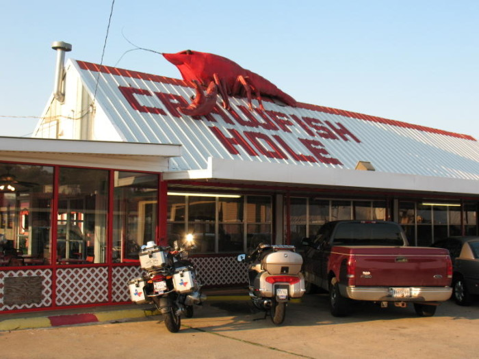Day 1: Lunch- Crawfish Hole, 119 South Dr, Natchitoches, LA 71457