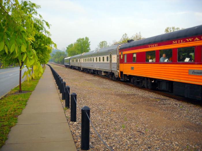 4. Cincinnati Dinner Train (Cincinnati)