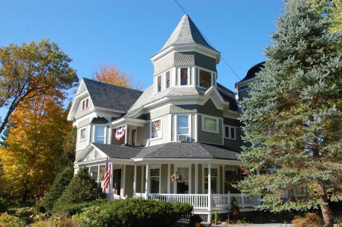 7.  Sinclair Inn Bed & Breakfast - 389 Vermont 15, Jericho