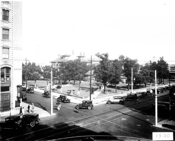 Street scene of the Plaza Ferdinand - Pensacola