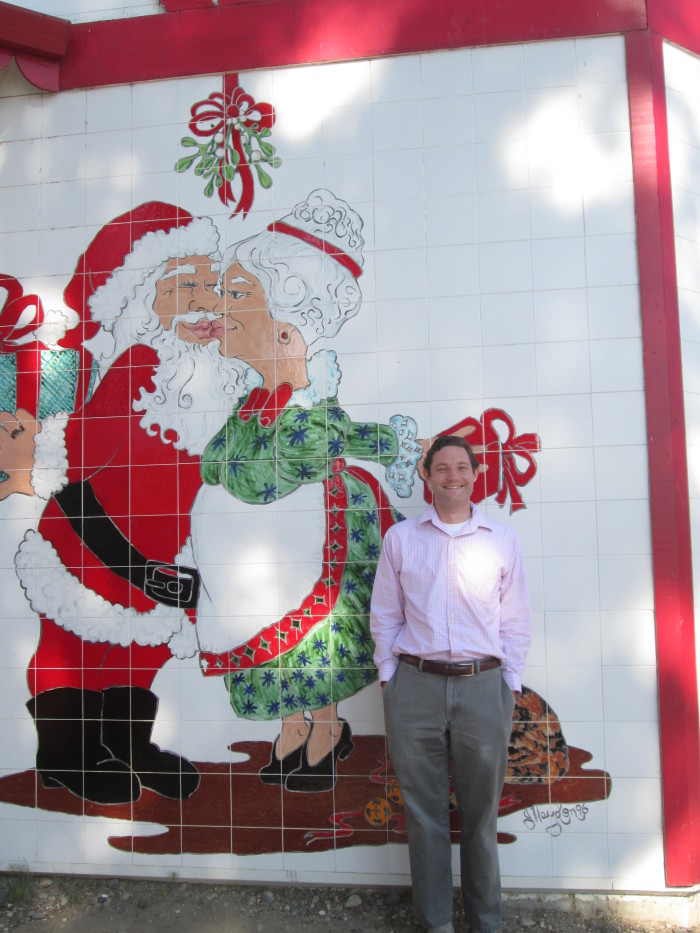 8. Every Kids Dream Come True: A trip to the North Pole wouldn't be real without a picture of Santa and Mrs. Claus.