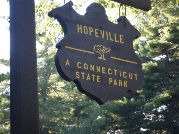 1. Hopeville Pond State Park (Jewett City)