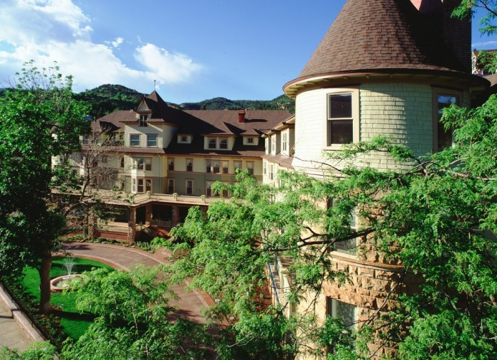 8. The Cliff House at Pikes Peak (Manitou Springs)