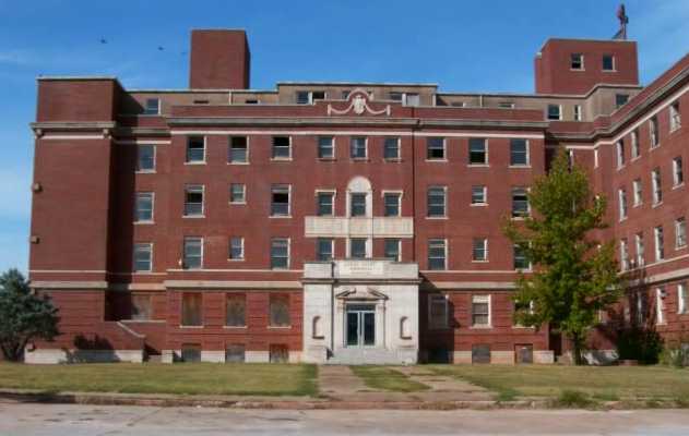 The Logan County Memorial Hospital is located at the intersection of 19th street and Warner Avenue in Guthrie.