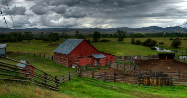 13 beautiful photos of rural montana for Best small towns in tennessee to live