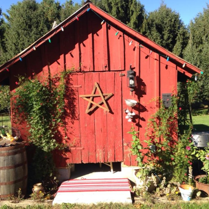 10. Vintage Red Barn, Fulton