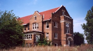 The Story Behind This Creepy Illinois Asylum Will Give You Goosebumps