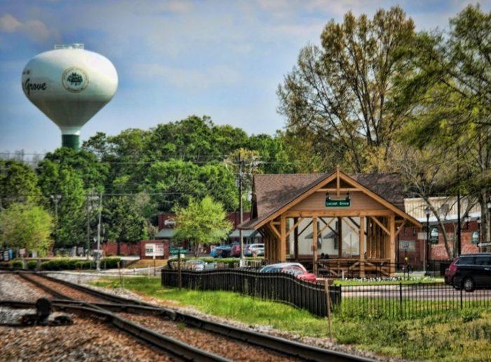 6. Locust Grove Train Watching Platform—3840 Highway 42 South Locust Grove, GA 30248