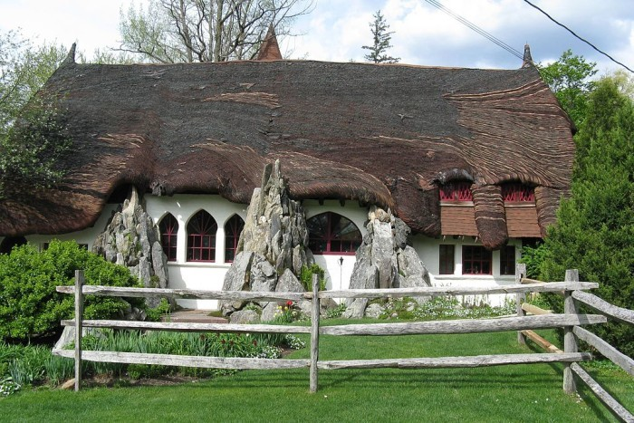 17. Santarella Gingerbread House