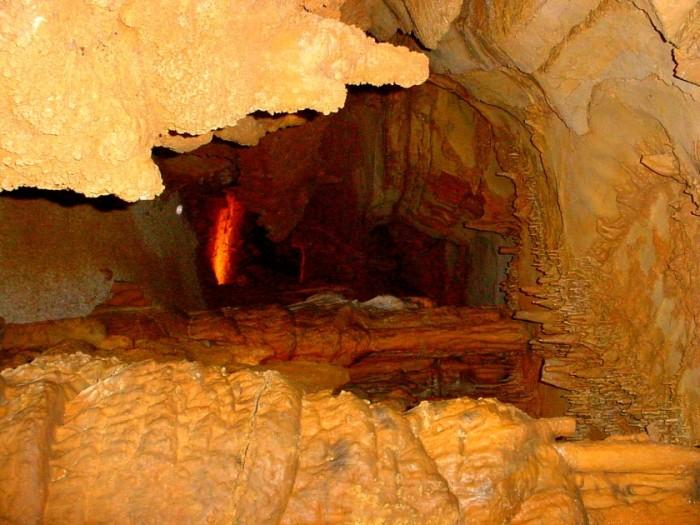10) Wyandotte Caves