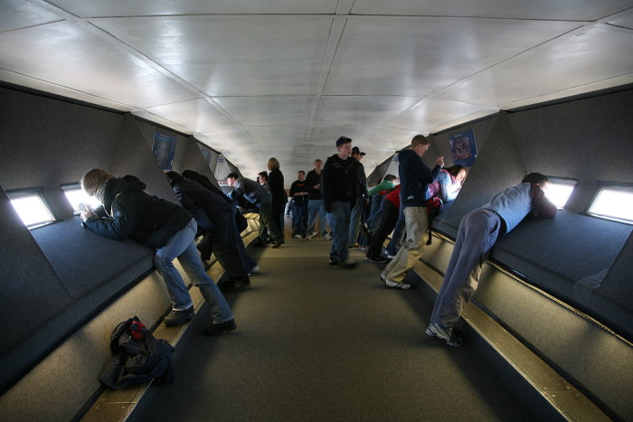 9.The deceptively small observation deck at the arch's top can actually hold up to 160 people.