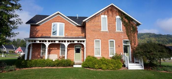 1. Village House Inn, Winona