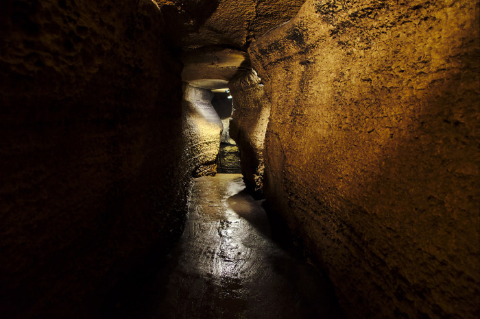 1. Niagara Cave