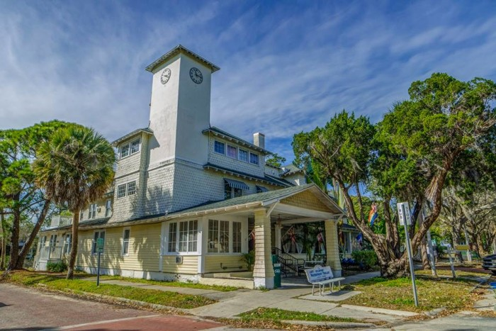 Why gulfport is one of florida 39 s best small towns for Small historic hotels
