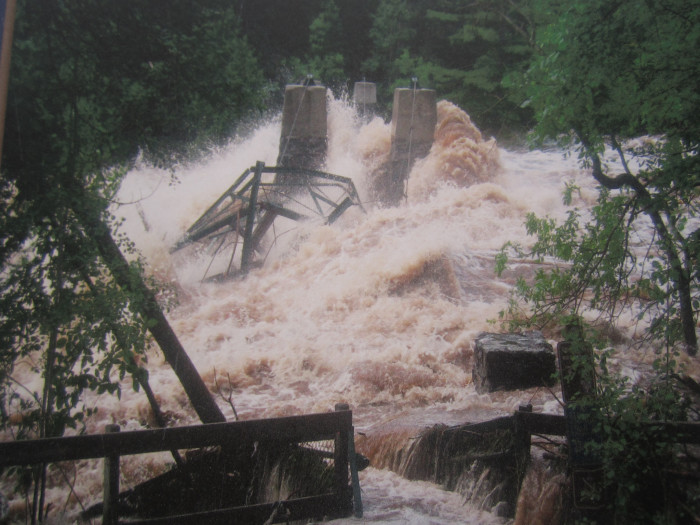 It was destroyed in 1950 in a flood recorded at 42,000 cubic feet per second.