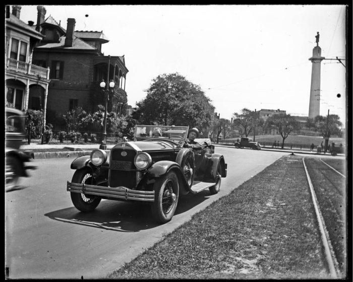 1) Lee Circle, 1928