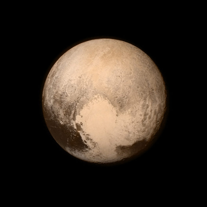 4. Those dark skies helped put Pluto on the solar system map!
