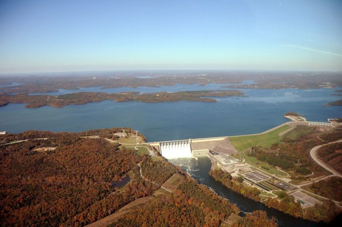 2.3. Aerial_photo_of_Table_Rock_Dam,_lake,_and_White_River,_October_2009